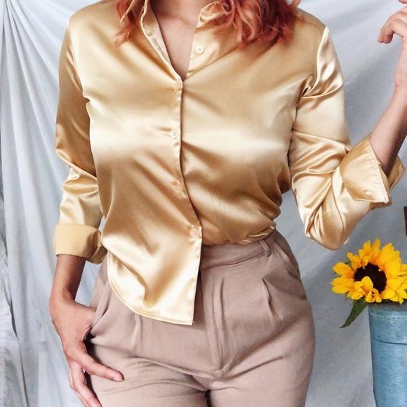 67d3c8806a34d3 Vintage Silk Gold Button Up long sleeve blouse. M 5b2b05ff2beb79d1944b2aac